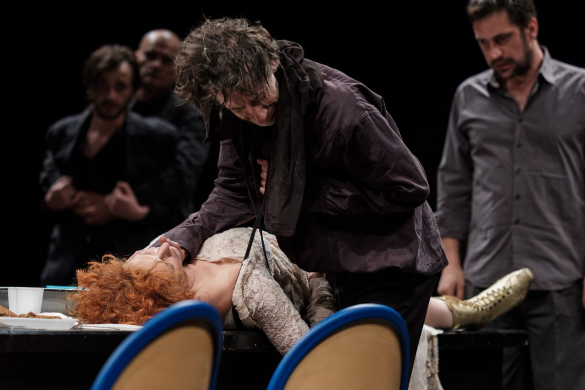 Hamlet-reż.-Oliver-Frljić-fot.-Dawid-Linkowski3-1200x800.jpg